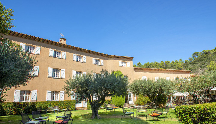 The Bastide du Calalou extends summer